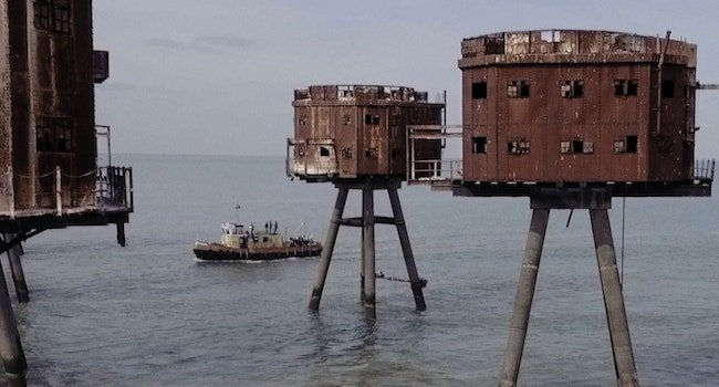 BOAT WITH FORTS. - article